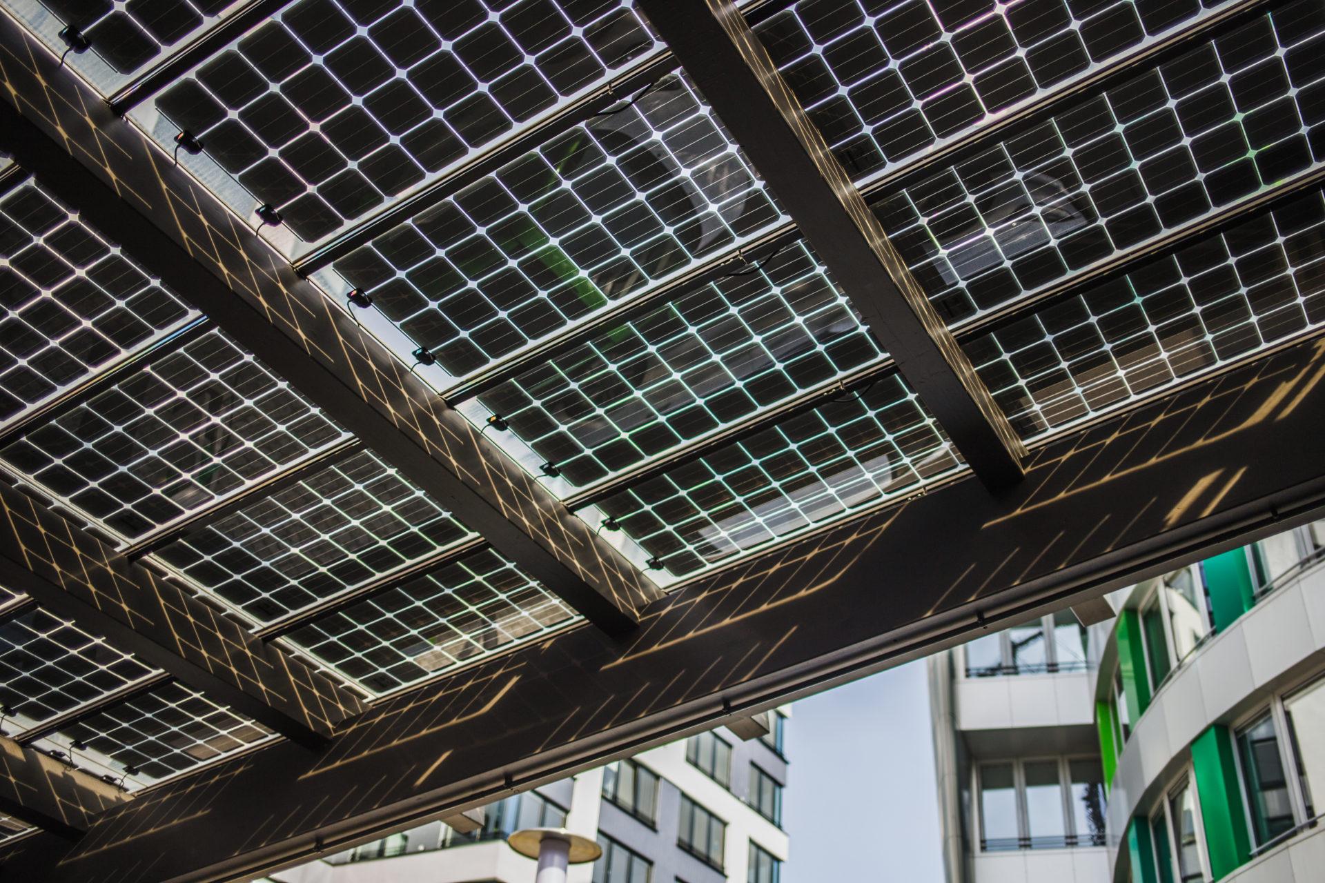 NOW-GmbH_Solarzellen_E-Tankstelle_IMG_1218_Carolin-Weinkopf