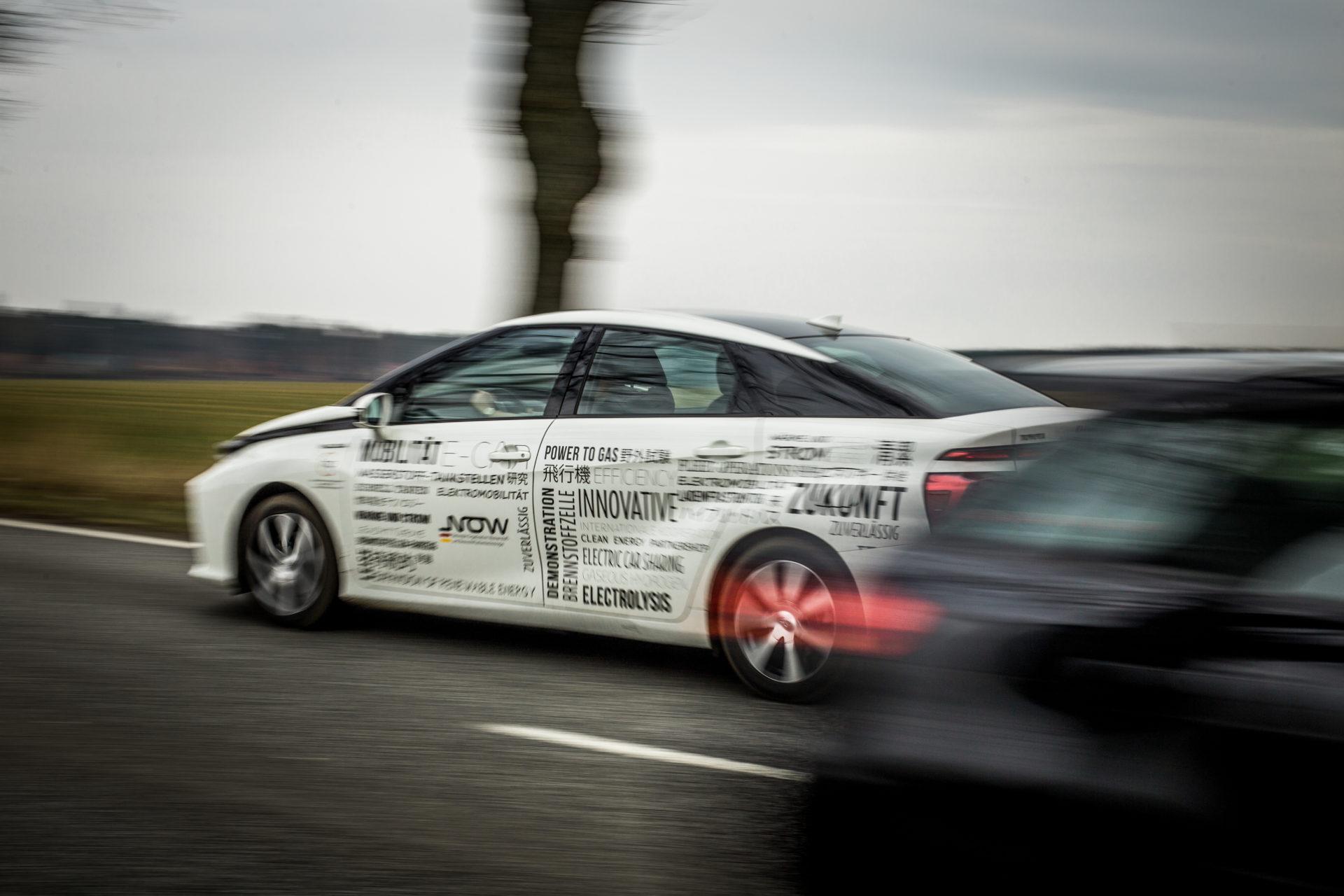 NOW-GmbH_Wasserstoffauto_Fuel-Cell-Car_Toyota-Mirai_IMG_7091_Carolin-Weinkopf